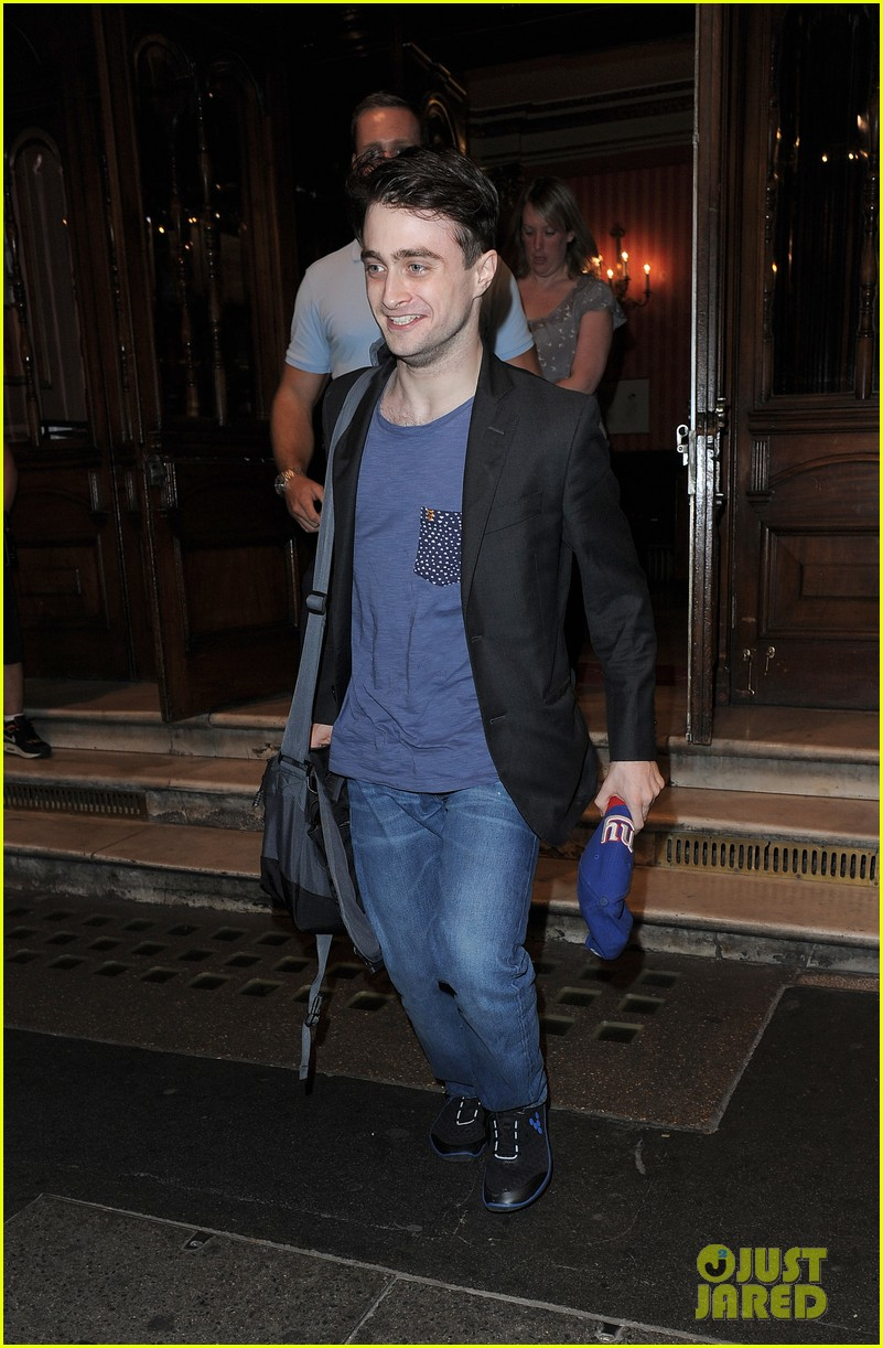 daniel radcliffe im out of my comfort zone on stage 082936205