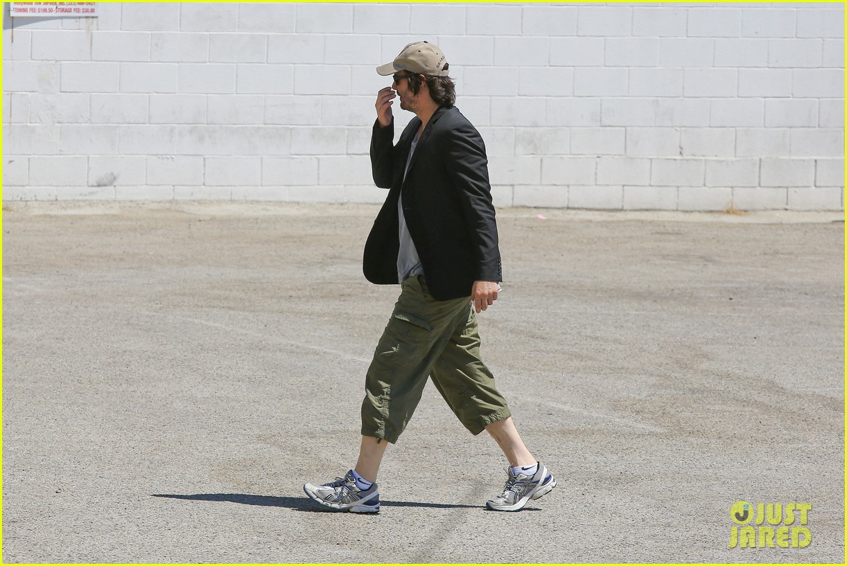 keanu reeves wears interesting outfit at the gym 08