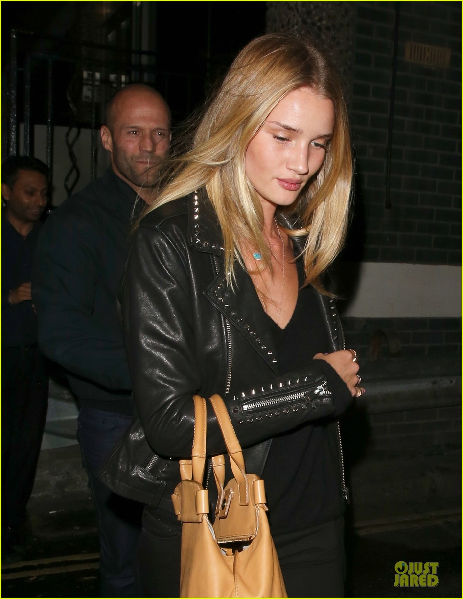 rosie huntington whiteley jason statham hold hands after london dinner 02