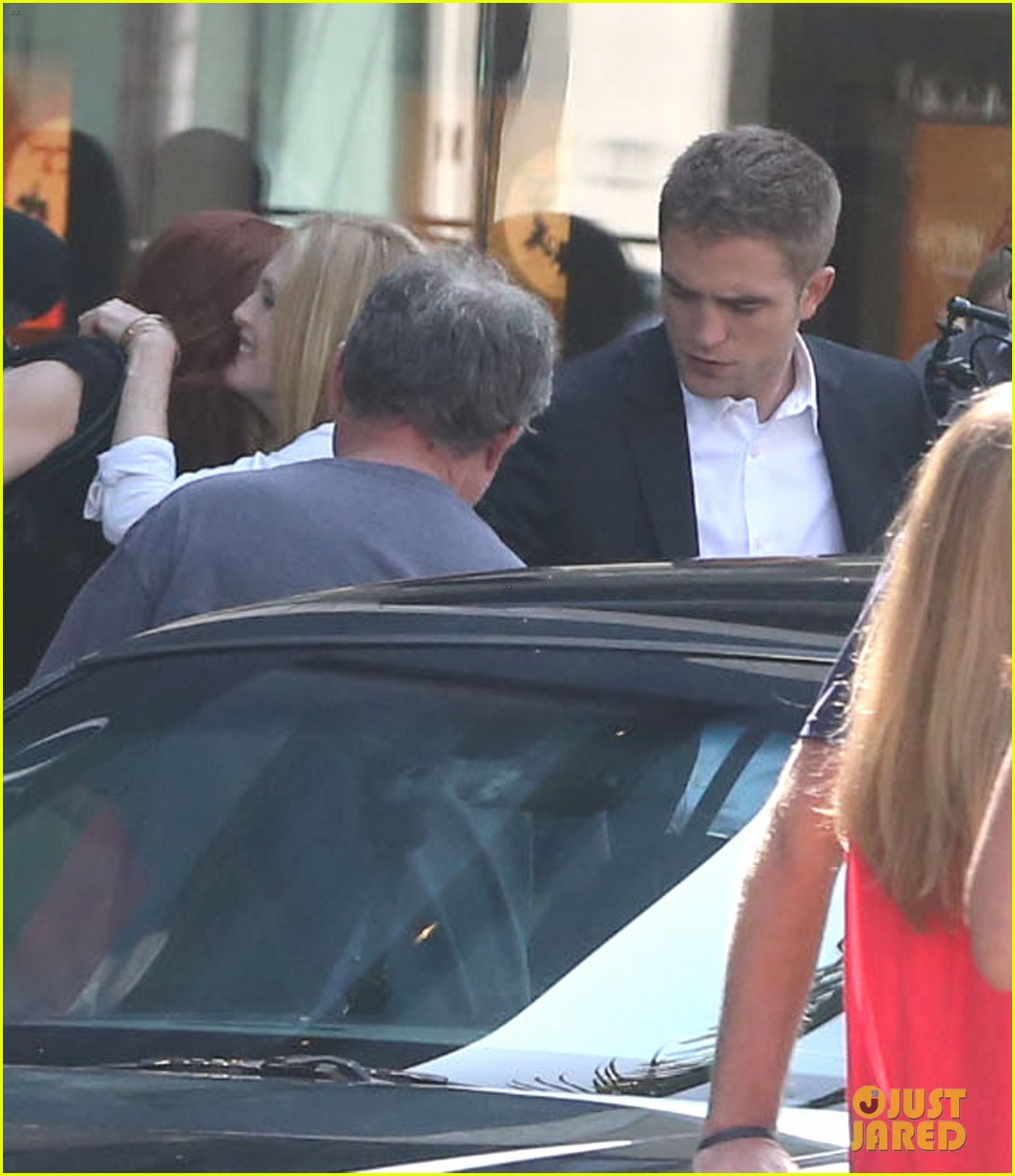 robert pattinson suits up for maps to the stars with julianne moore 07