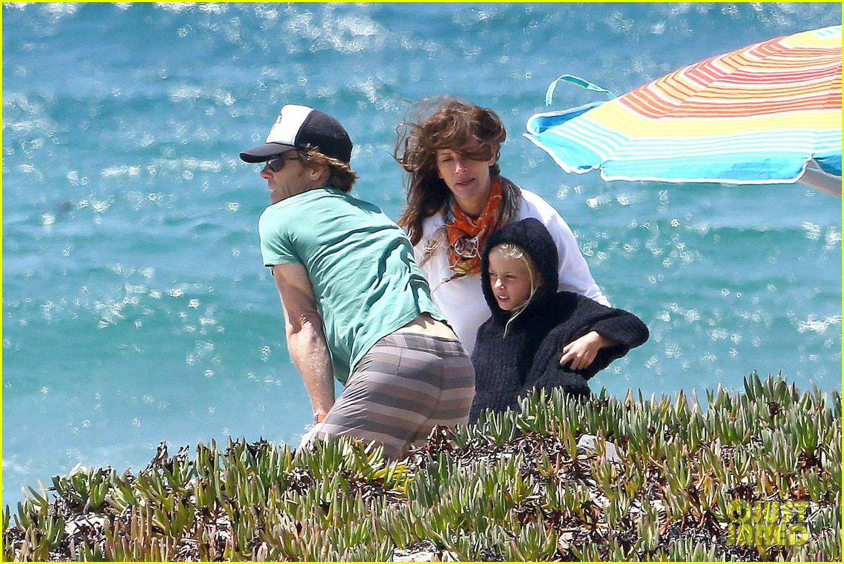 julia roberts family beach day with shirtless danny moder 152935004