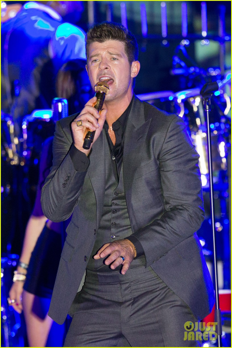 robin thicke files lawsuit to protect blurred lines 02