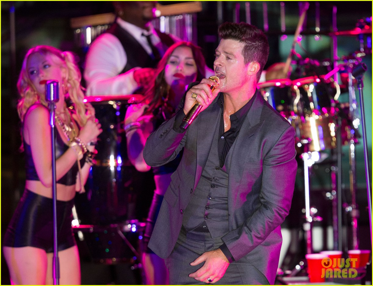 robin thicke files lawsuit to protect blurred lines 03