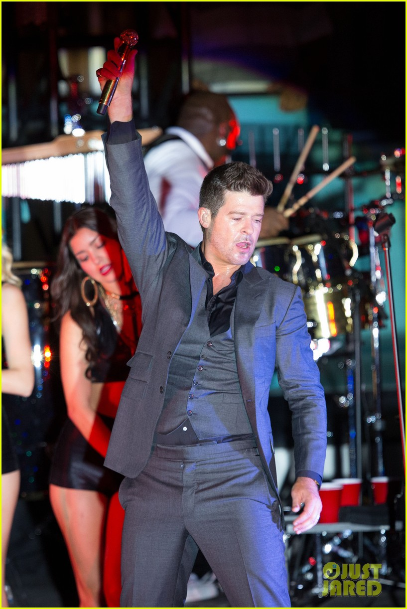 robin thicke files lawsuit to protect blurred lines 14