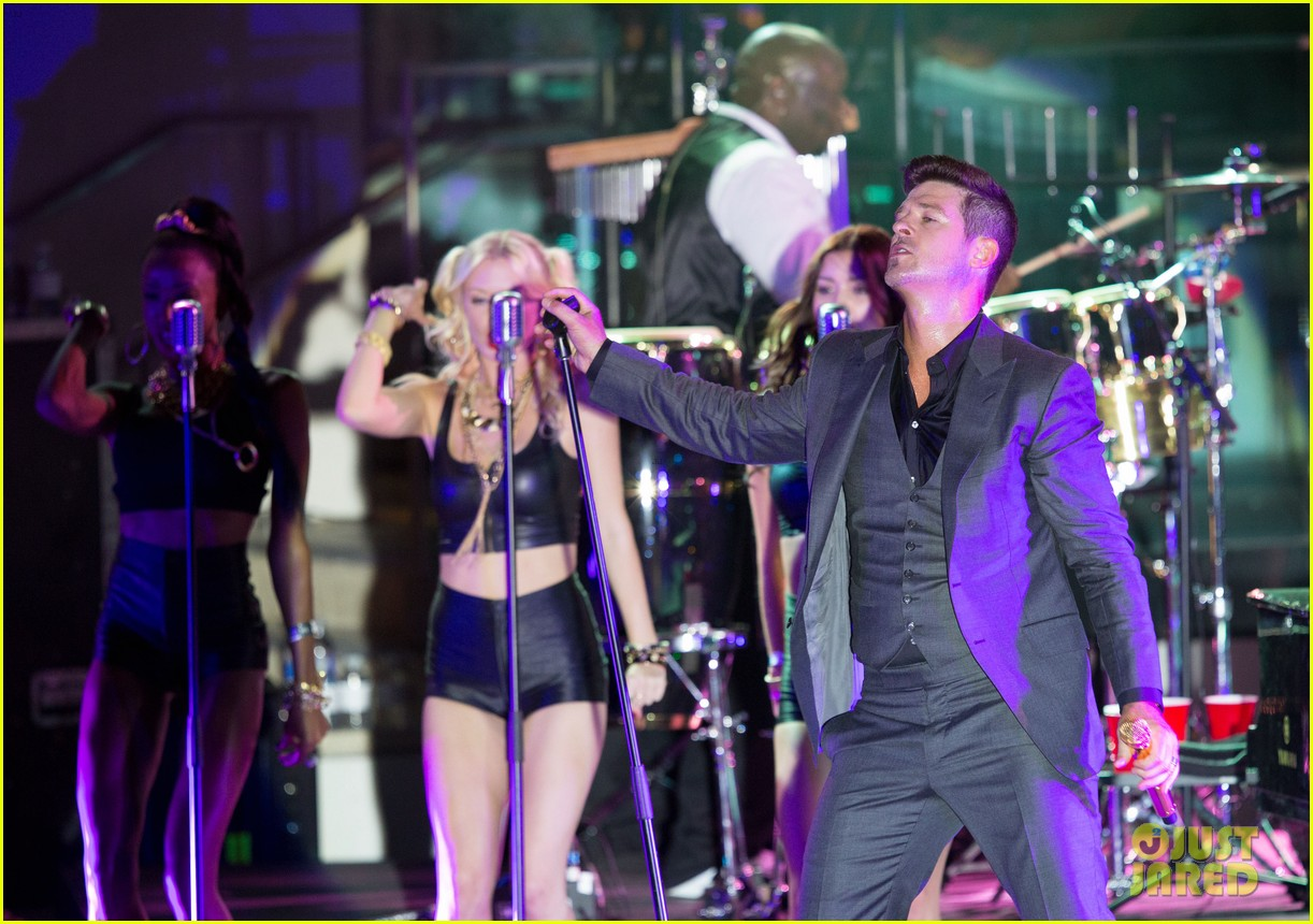 robin thicke files lawsuit to protect blurred lines 152932783