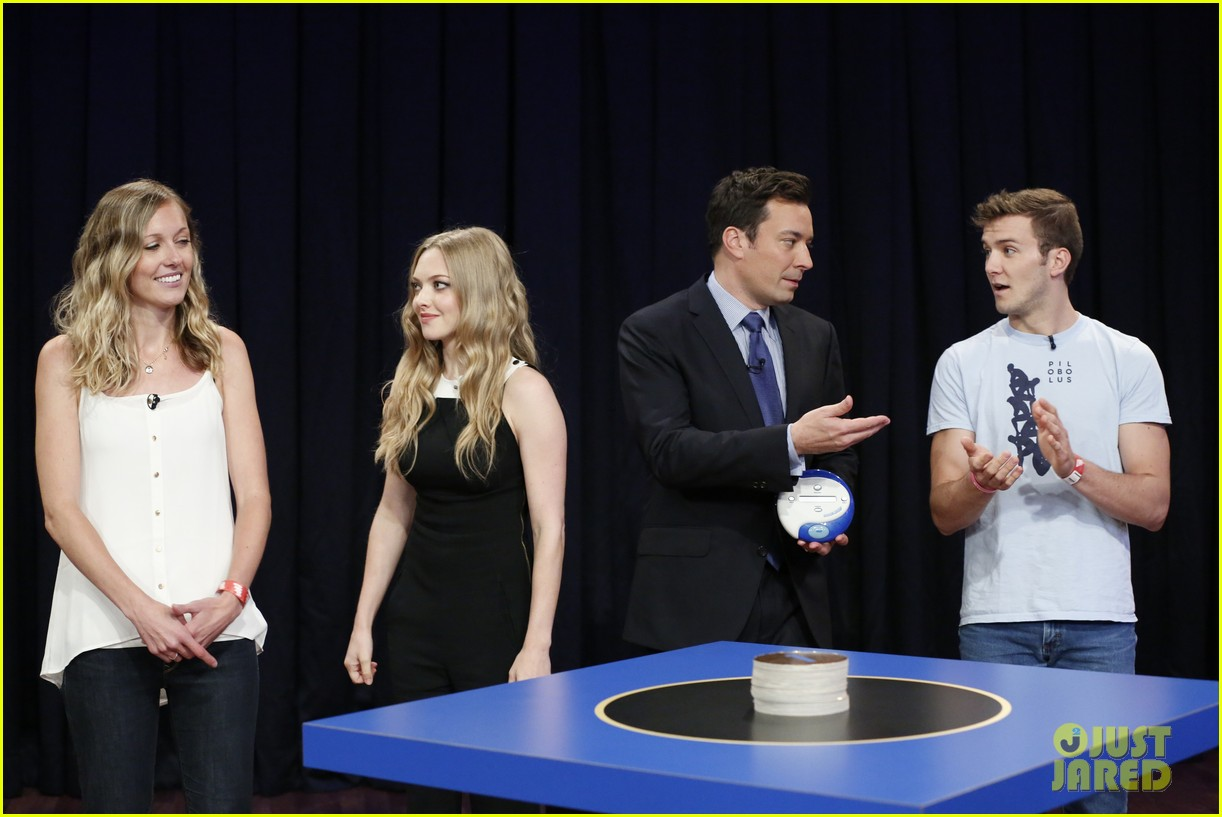 amanda seyfried plays catch phrase on late night with jimmy fallon 072925791