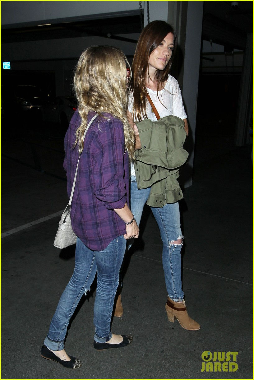 amanda seyfried had so much fun with jennifer carpenter 05