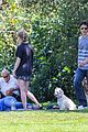 amanda seyfried justin long hang out with finn the dog 10