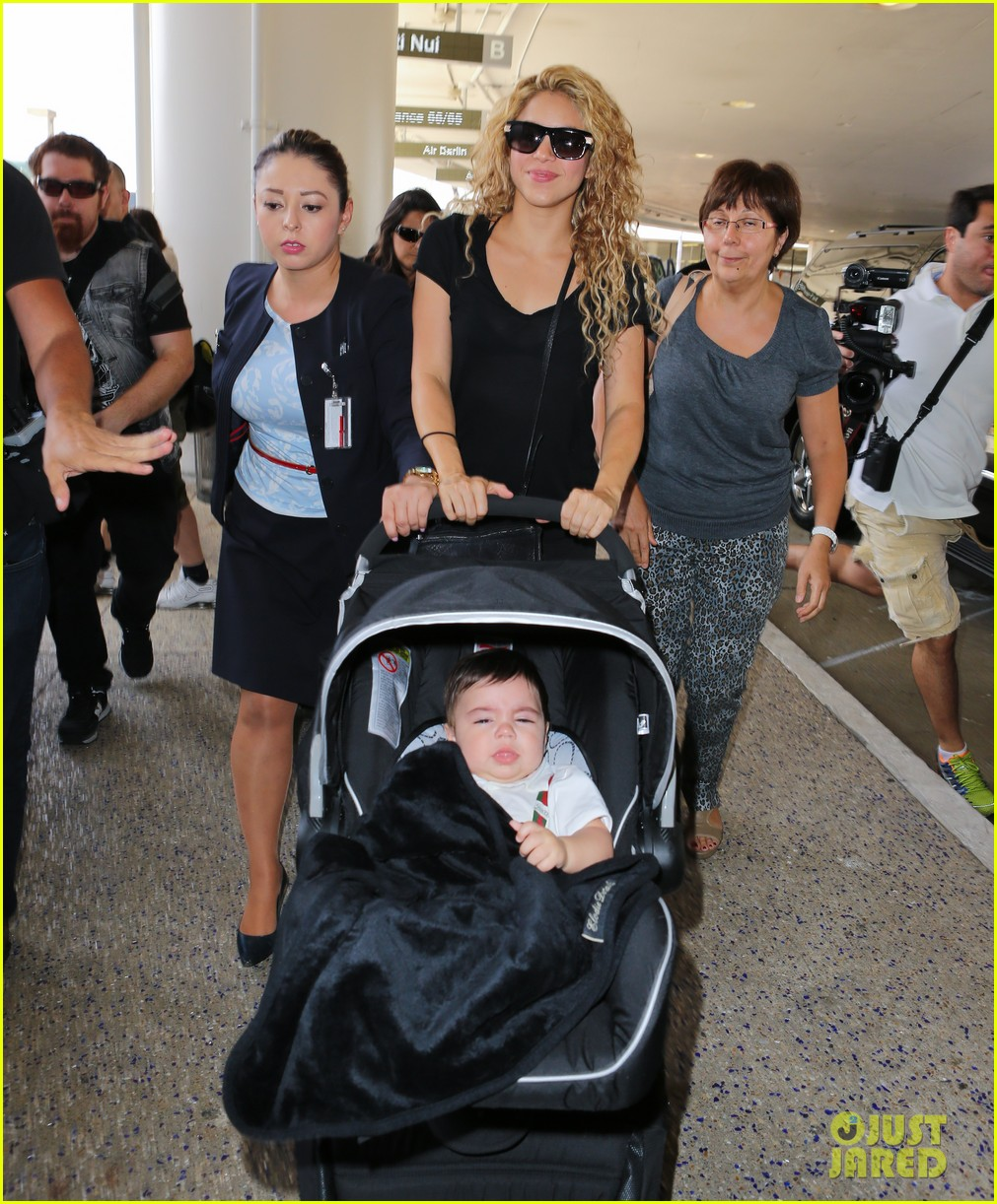 shakira milan fly from los angeles to paris 10