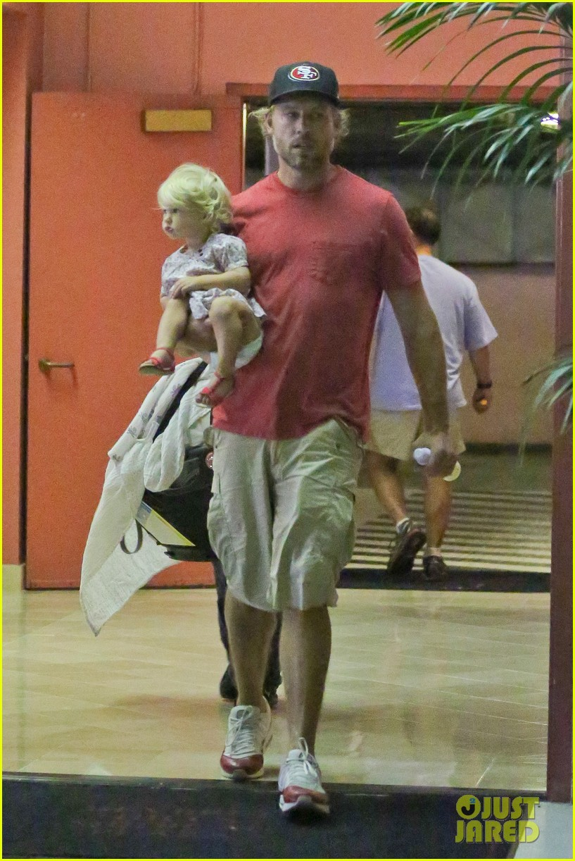 jessica simpson eric johnson step out after aces birth 08