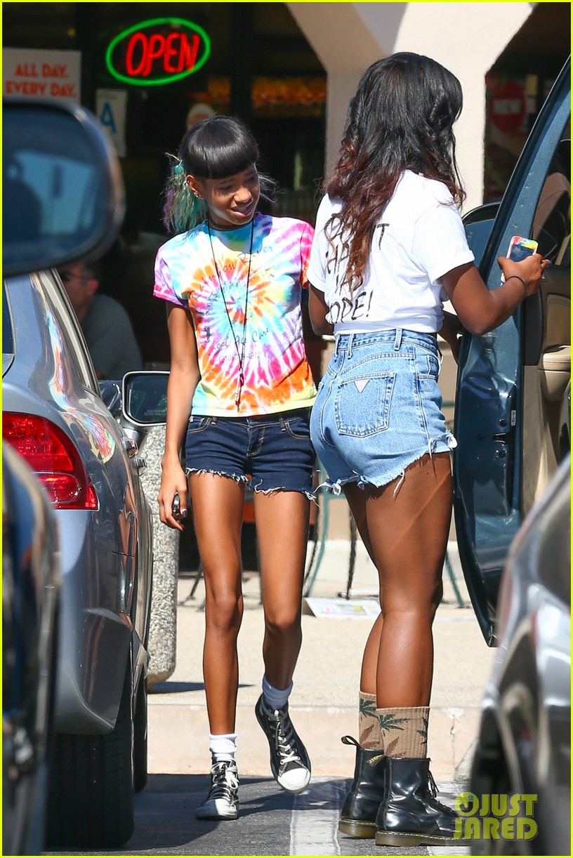 willow smith matches tye dyed hair with tye dyed shirt 072930678