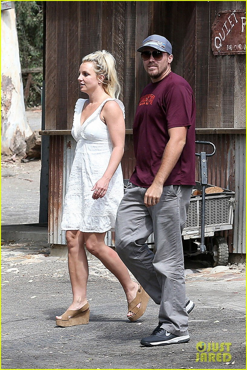 britney spears lunches with david lucado mom lynne 02