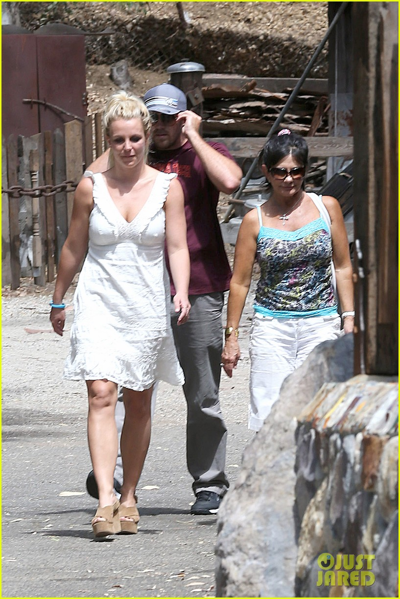 britney spears lunches with david lucado mom lynne 07