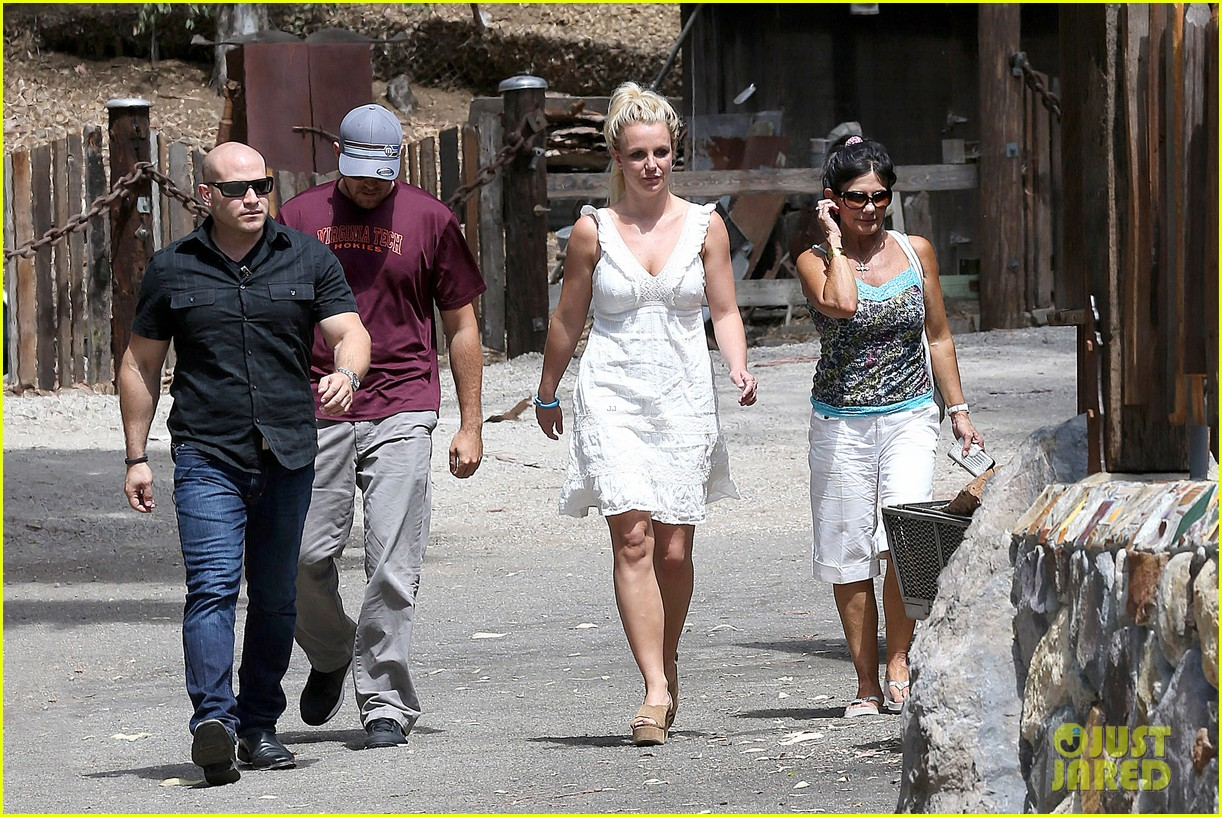 britney spears lunches with david lucado mom lynne 112941416