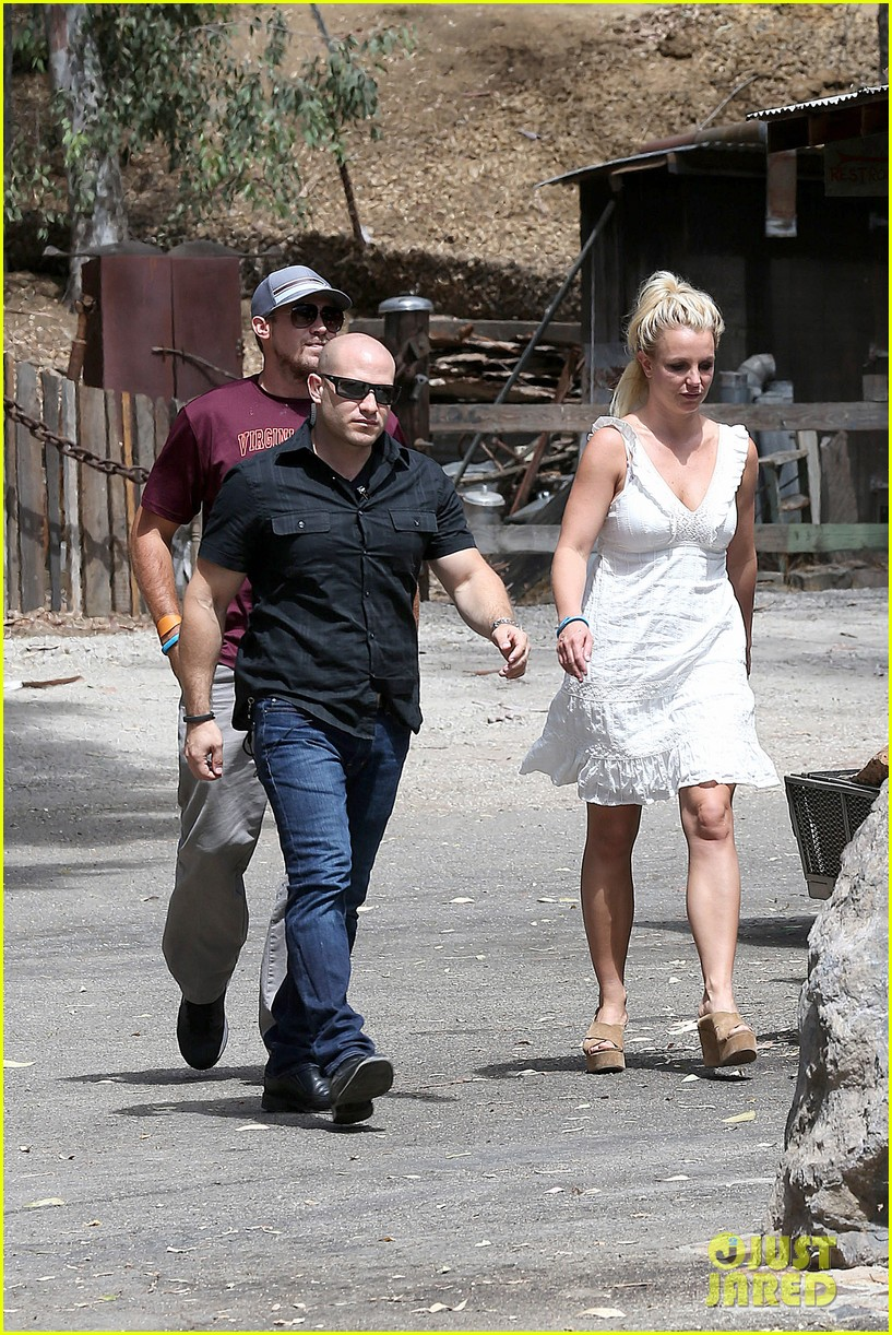 britney spears lunches with david lucado mom lynne 25