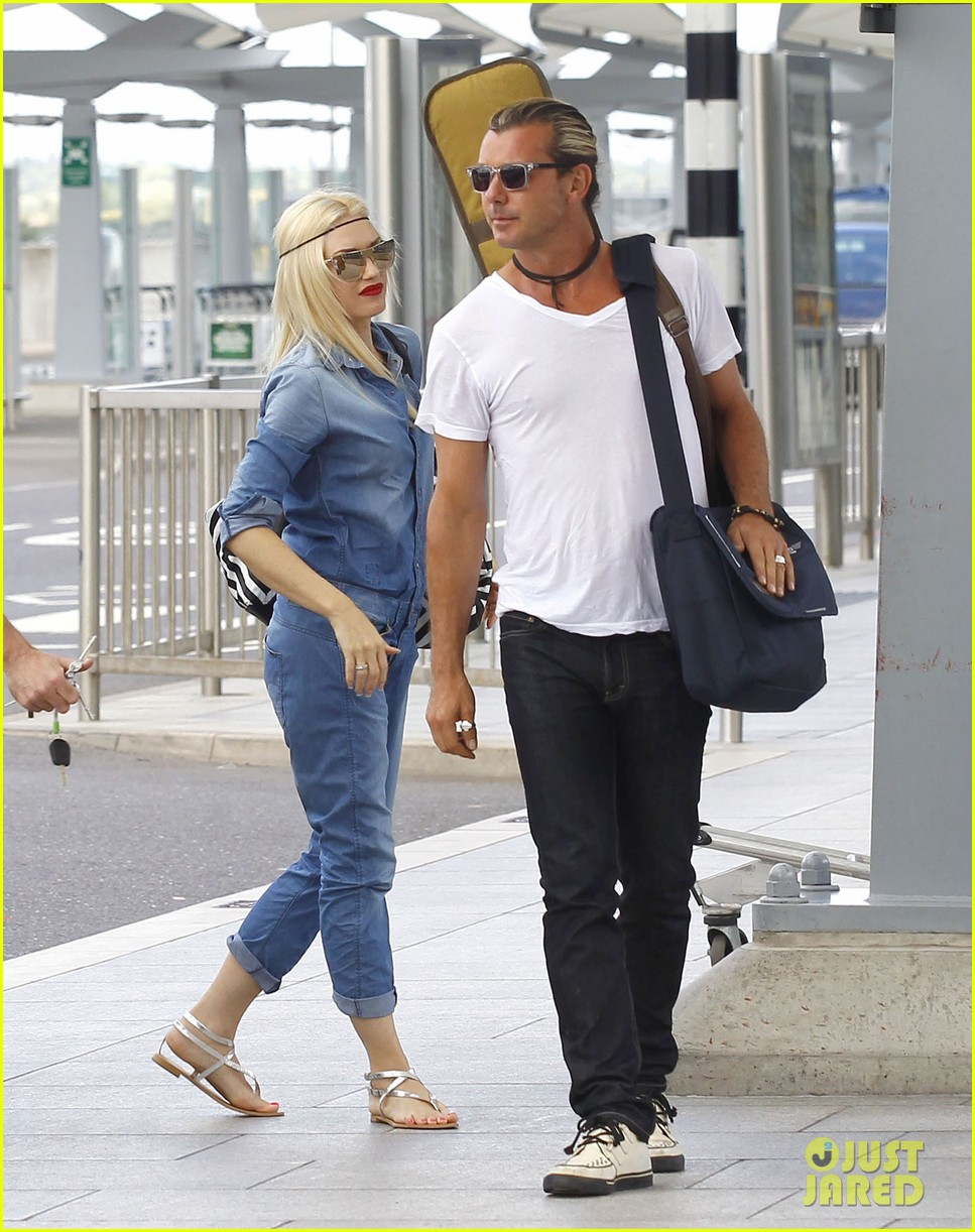 gwen stefani rocks all denim for departing family flight 112936247