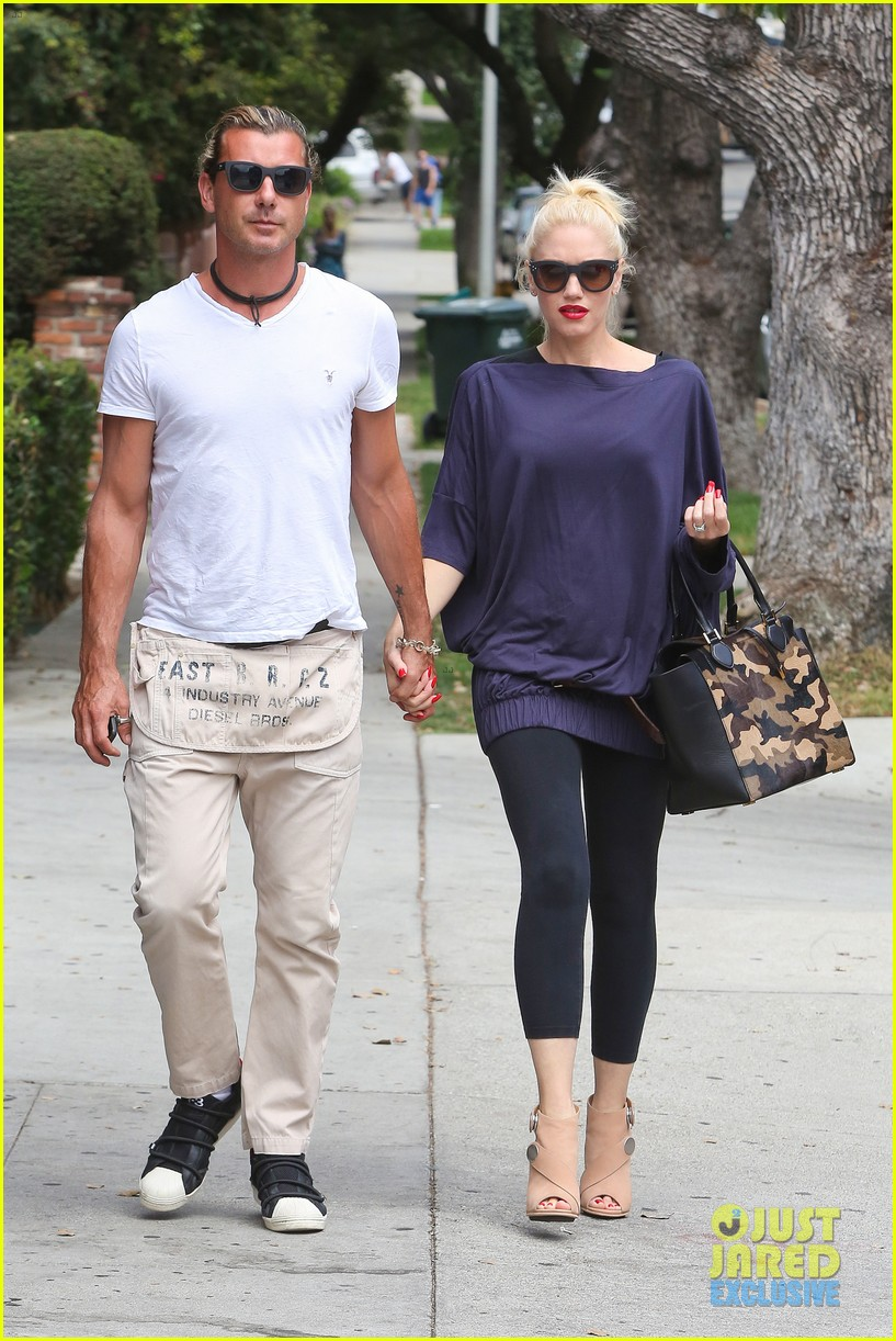 gwen stefani gavin rossdale hold hands for hugos lunch date 01