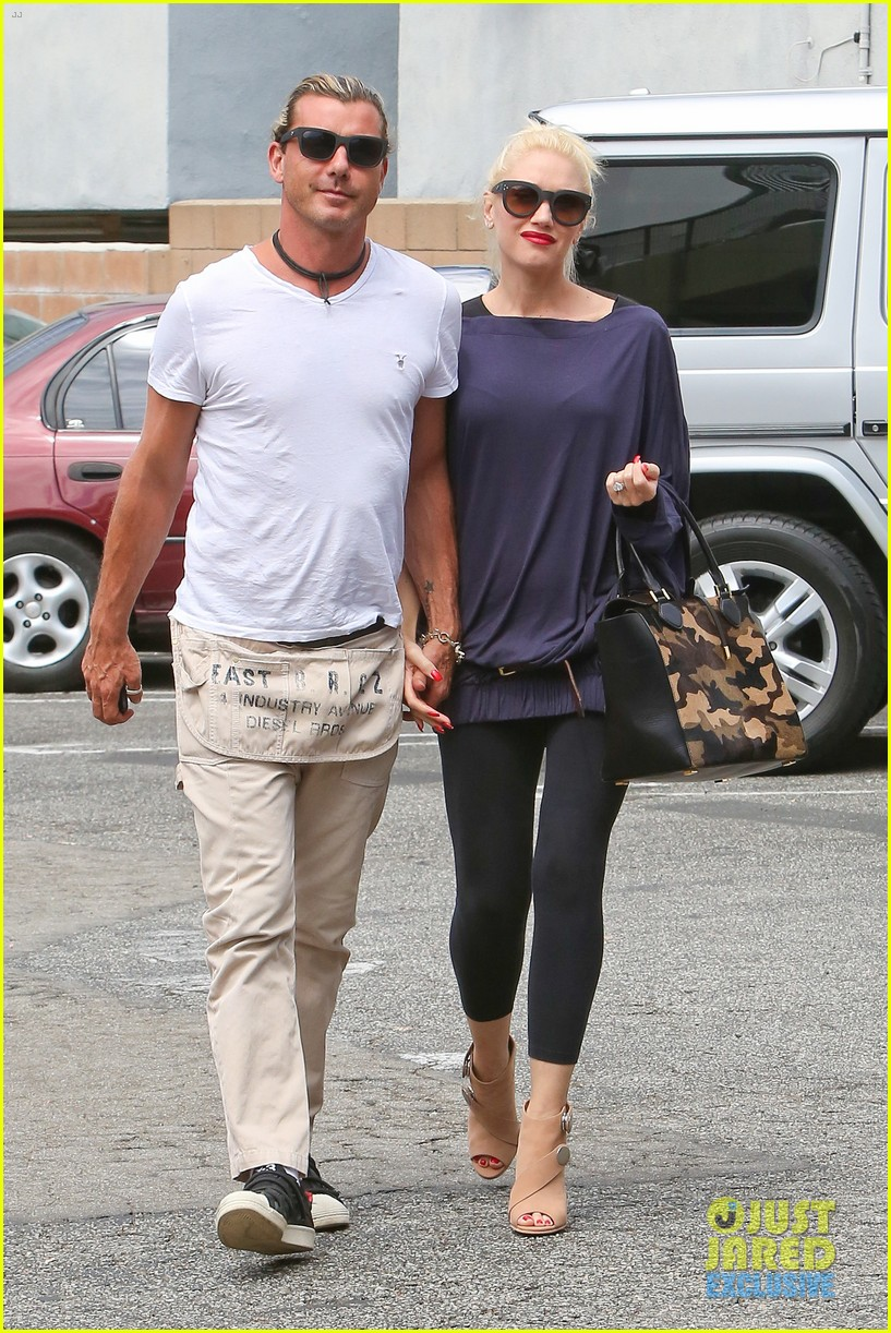 gwen stefani gavin rossdale hold hands for hugos lunch date 132940239