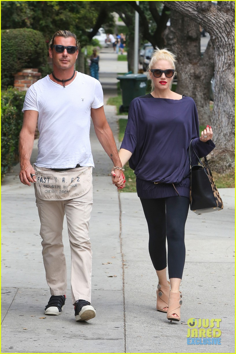 gwen stefani gavin rossdale hold hands for hugos lunch date 17