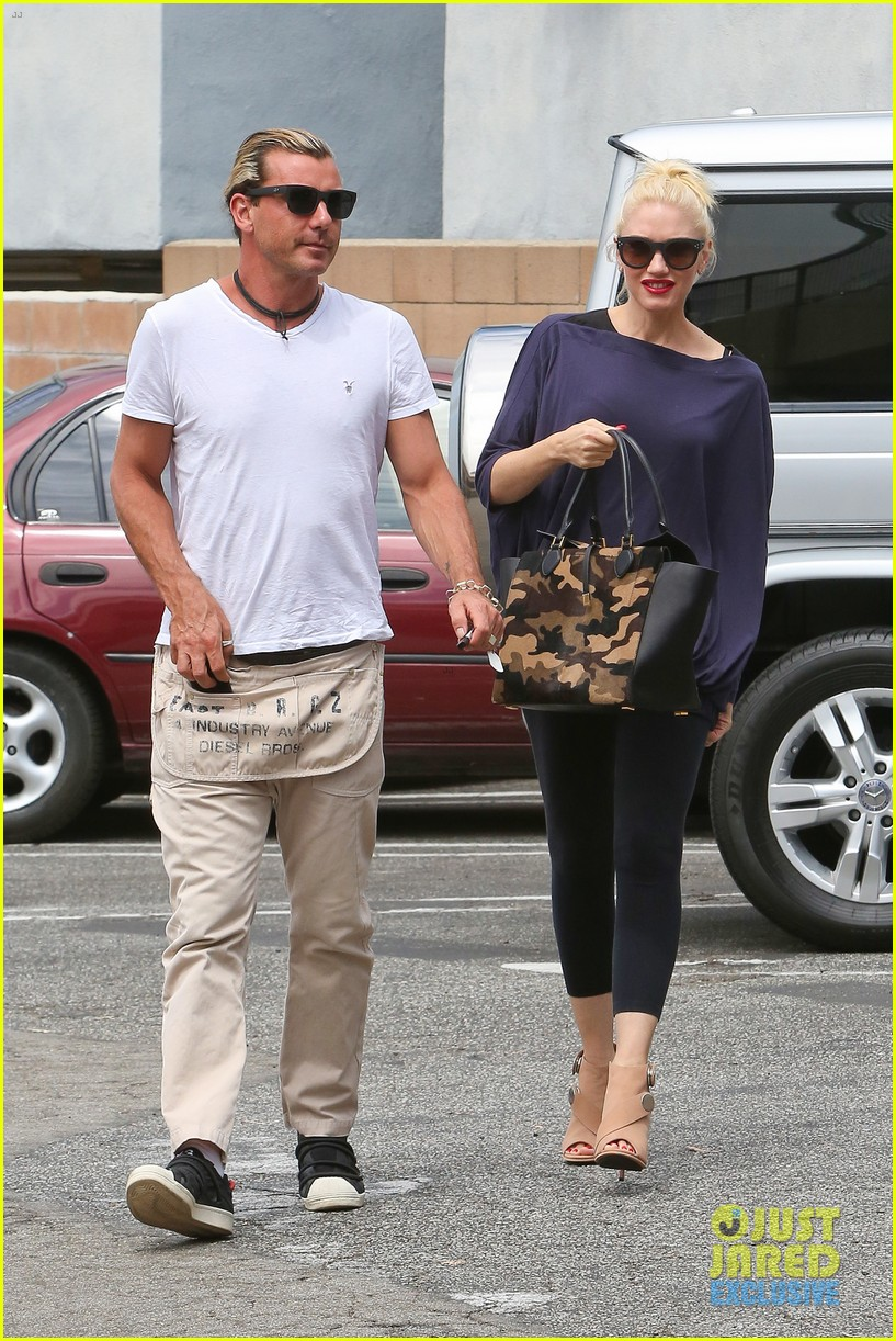 gwen stefani gavin rossdale hold hands for hugos lunch date 21