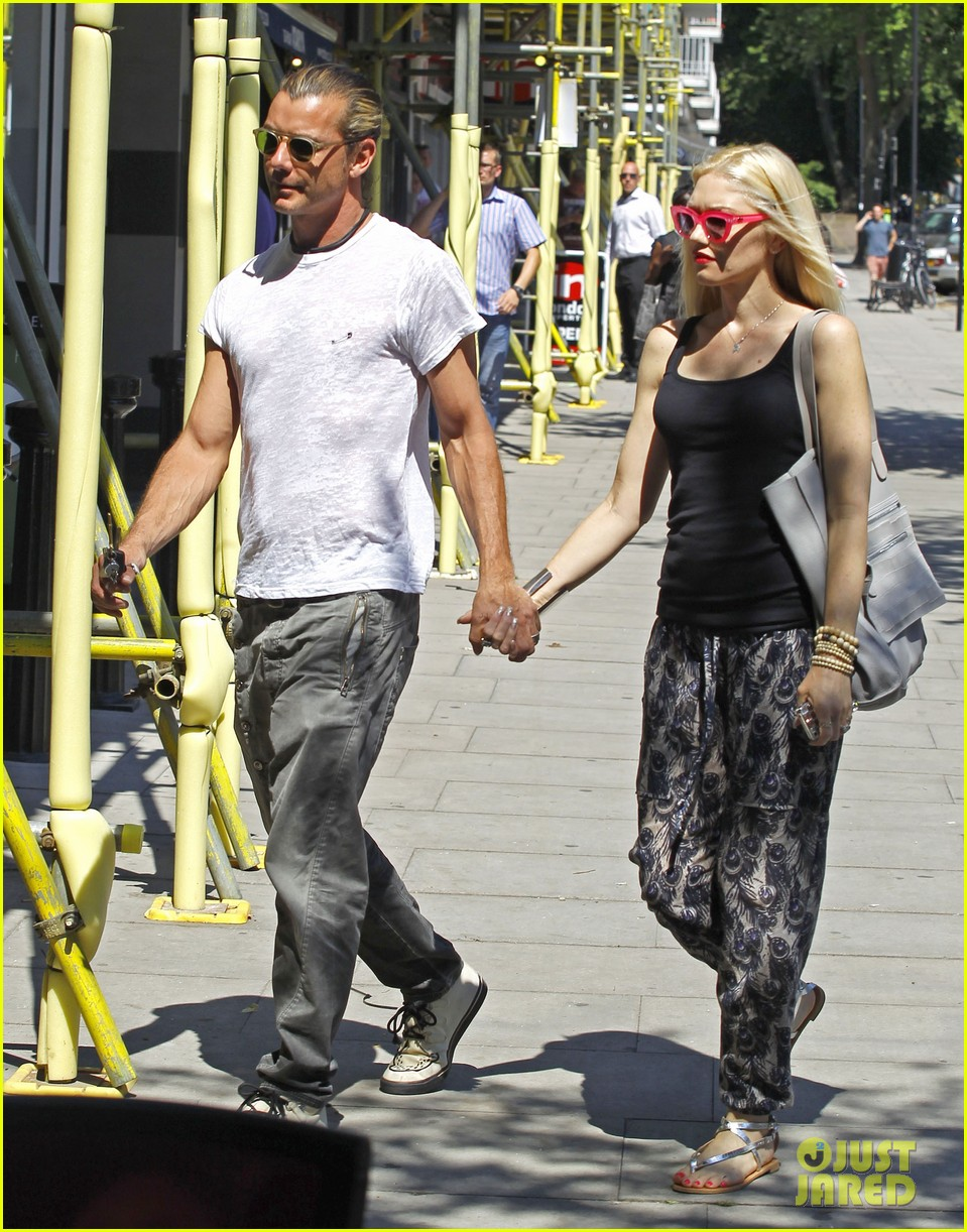 gwen stefani gavin rossdale hold hands for lunch 11