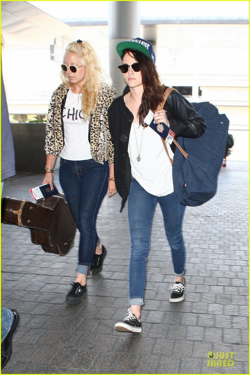 kristen stewart supports mercenaries at lax airport 112933529