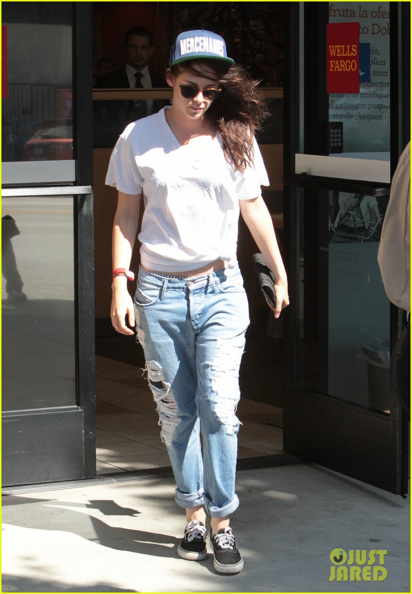 kristen stewart is a mercenary at the bank 092930938