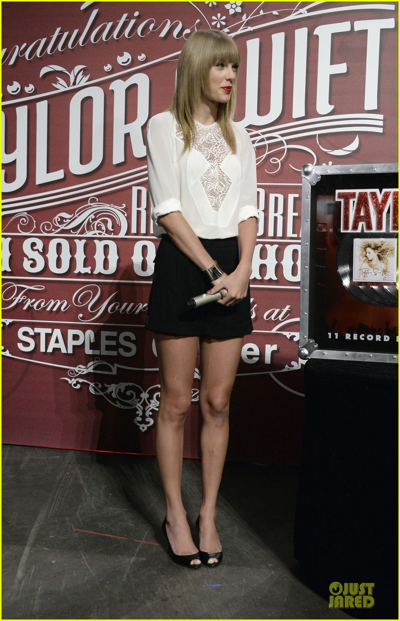 taylor swift 11 record breaking sold out shows at staples center 052934380