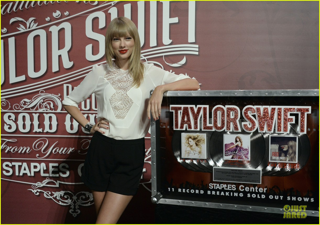 taylor swift 11 record breaking sold out shows at staples center 102934385