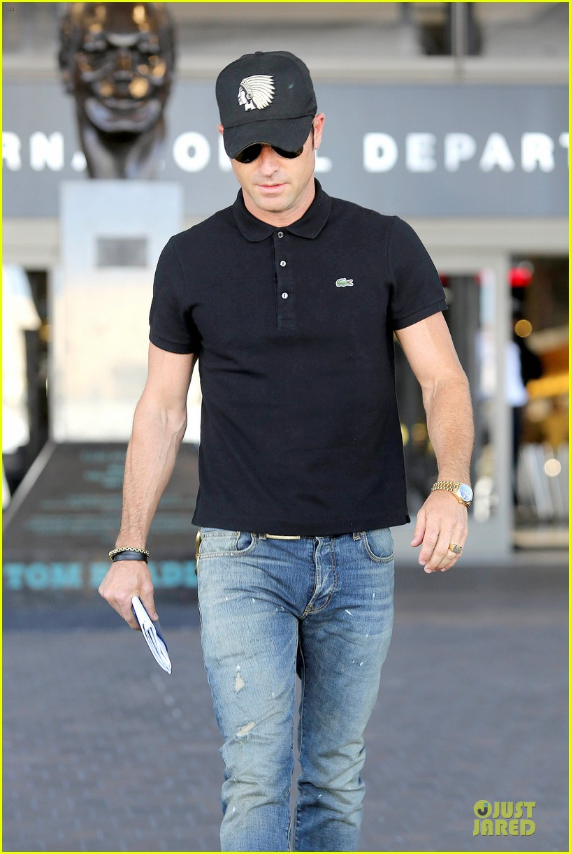 justin theroux immigration and border patrol office at lax 04
