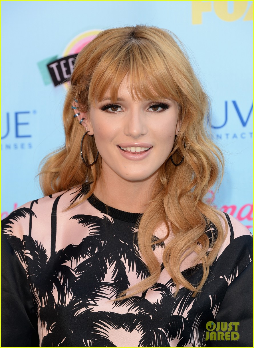 bella thorne abigail breslin teen choice awards 2013 red carpet 06