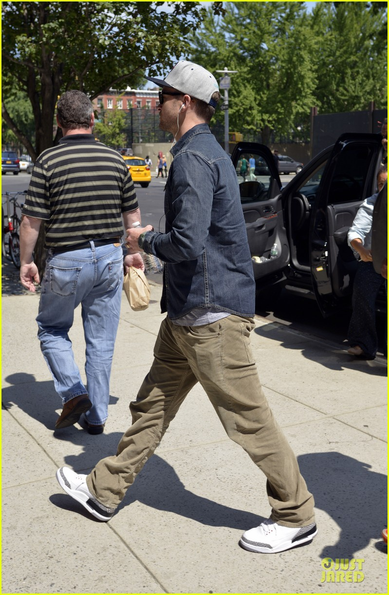 justin timberlake steps out after defending miley cyrus 03
