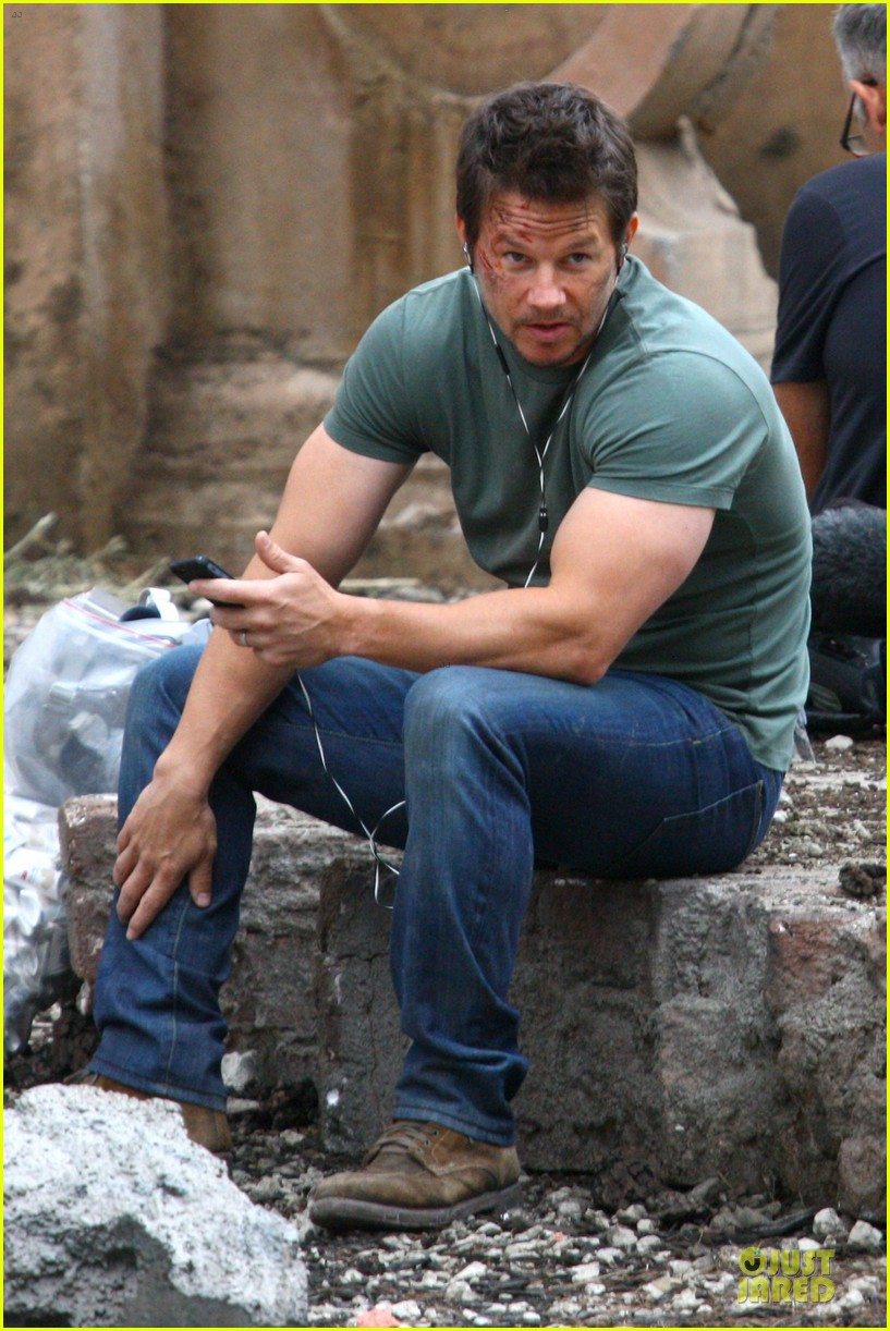 Full Sized Photo of mark wahlberg bloody head wounds on ... Mark Wahlberg Age