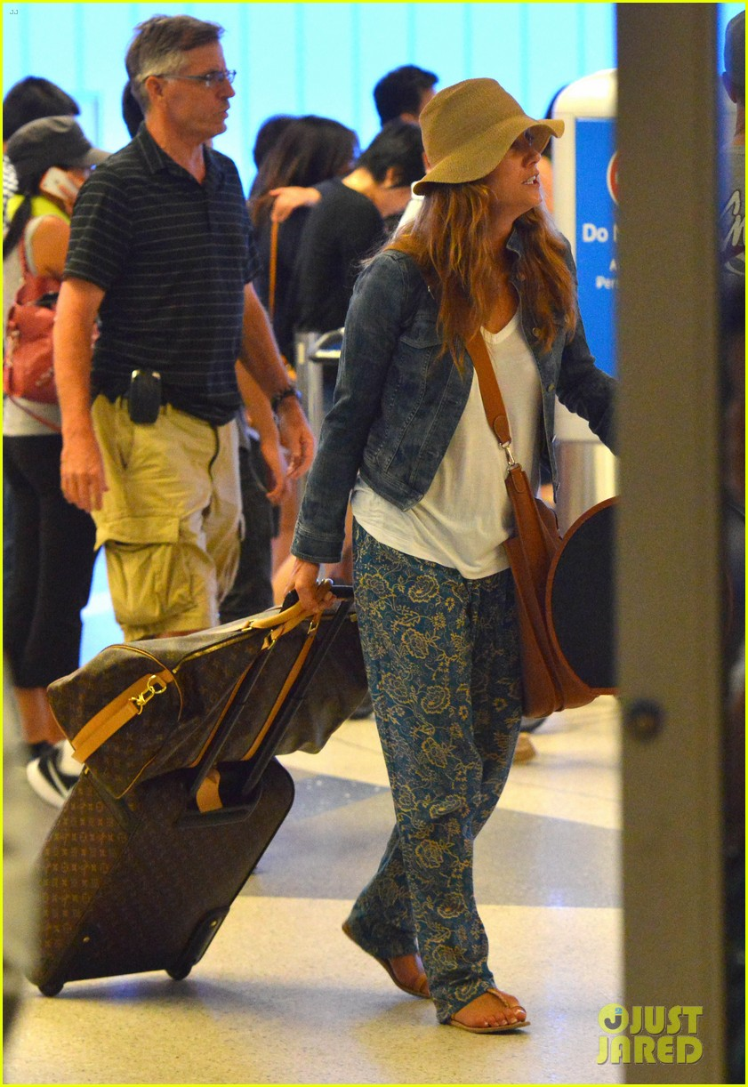 kate walsh ends caribbean vacation with flight to lax 032923922