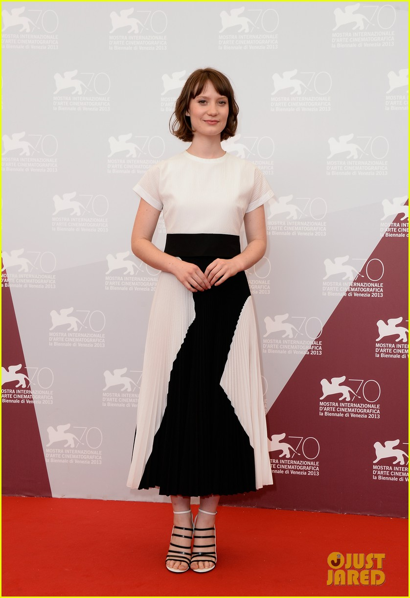 mia wasikowska tracks venice photo call 062940052