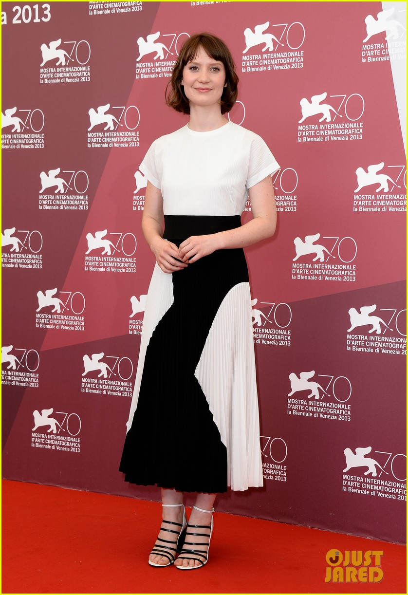mia wasikowska tracks venice photo call 072940053