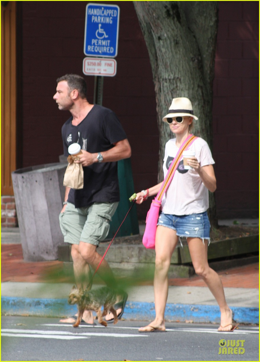 naomi watts liev schreiber stop for coffee with bob 03