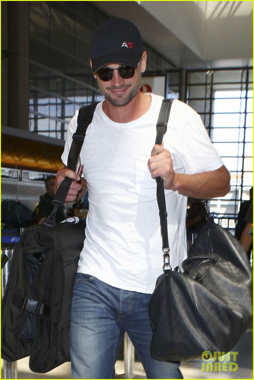 tom welling makes rare appearance at lax 062940889