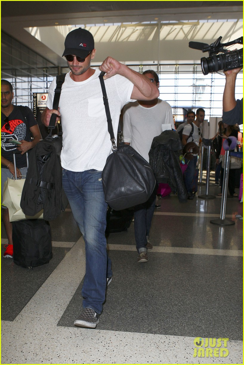 tom welling makes rare appearance at lax 08