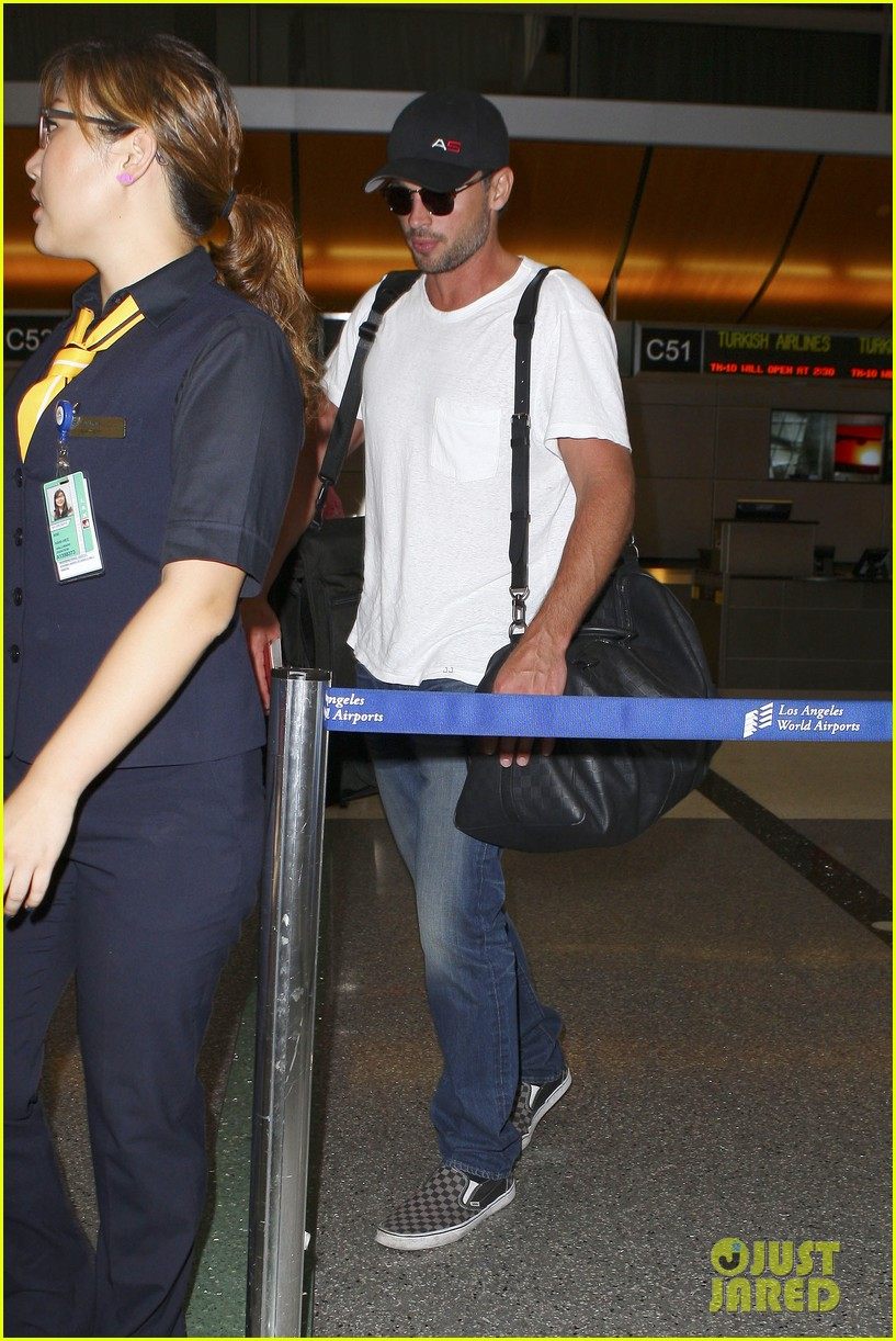 tom welling makes rare appearance at lax 11