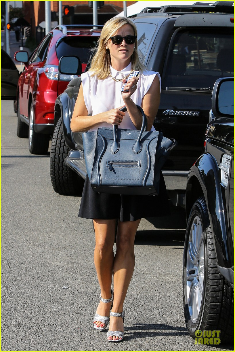 reese witherspoon signs with leonardo dicaprio manager 022938590