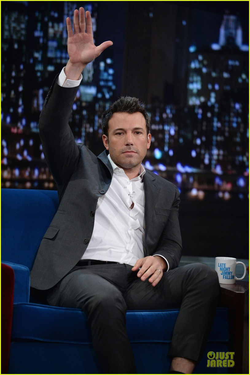 ben affleck mindy kaling late night with jimmy fallon guests 032953845