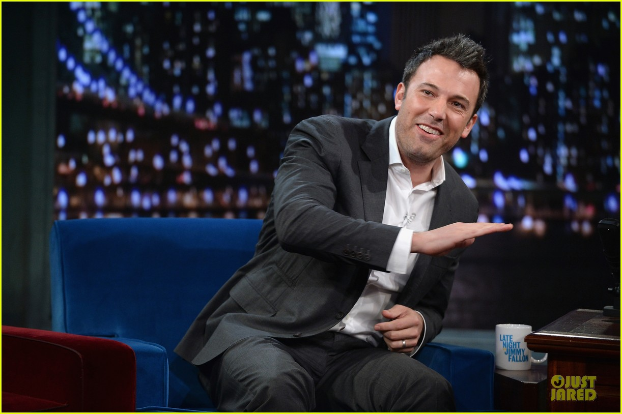 ben affleck mindy kaling late night with jimmy fallon guests 08