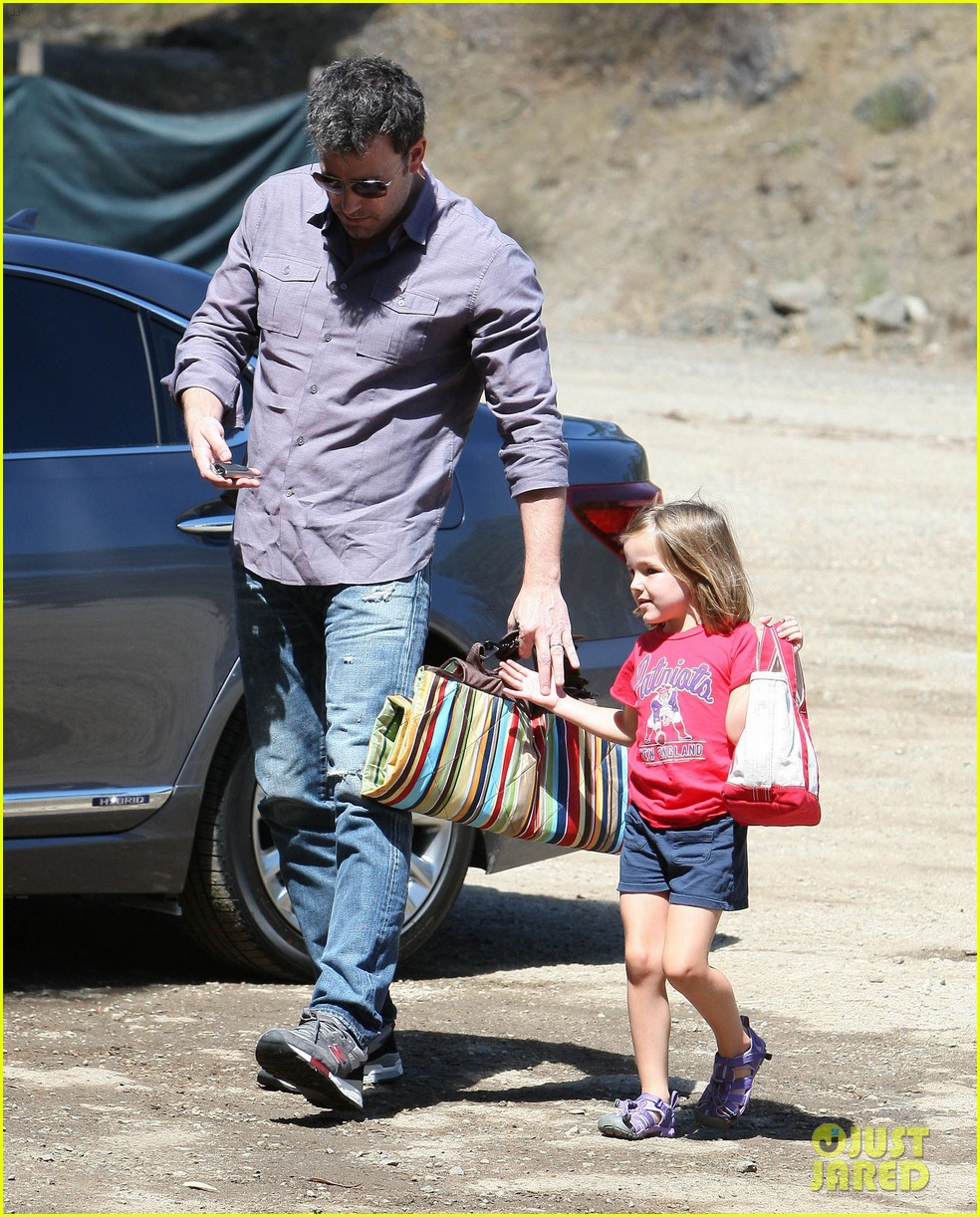 ben affleck plays mr mom while jennifer garner works 03