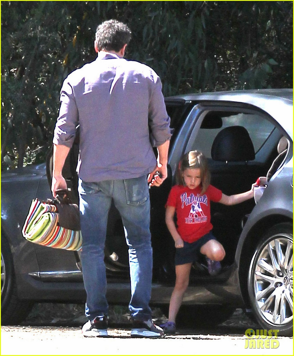 ben affleck plays mr mom while jennifer garner works 13