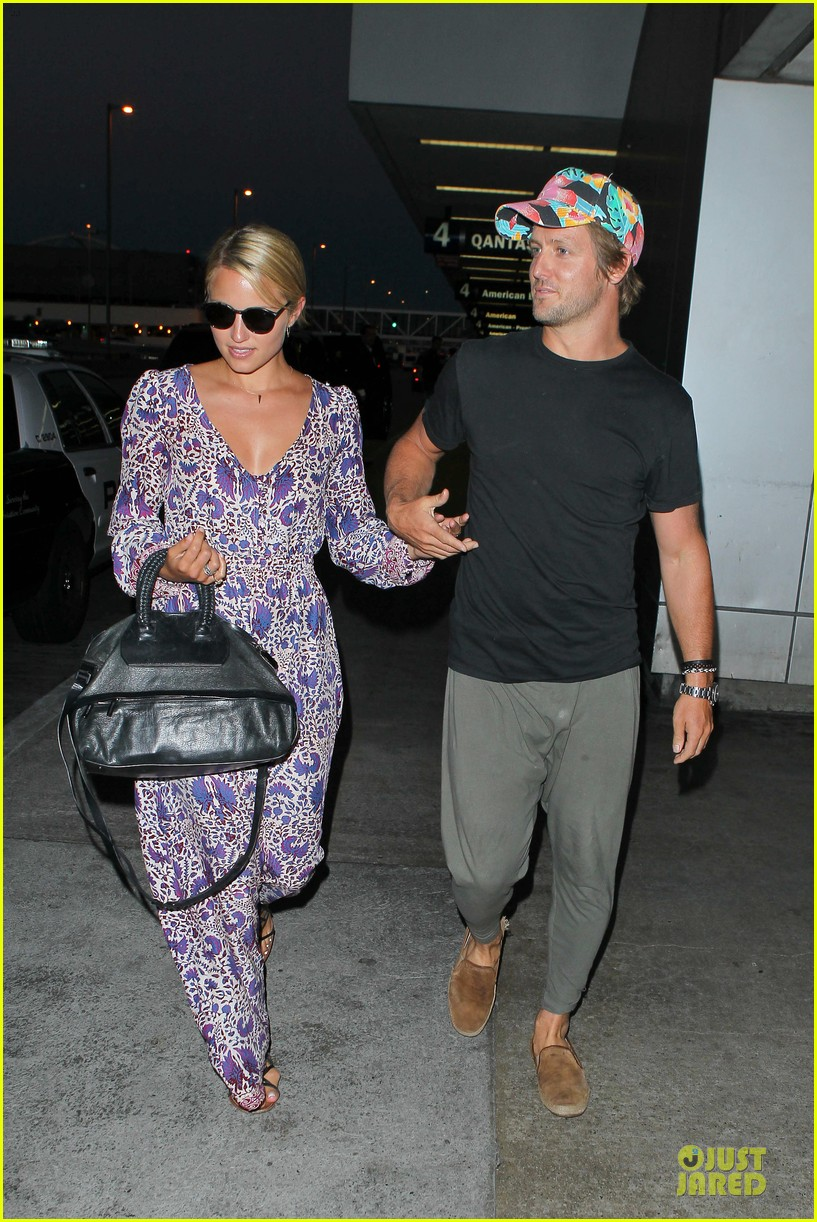 dianna agron nick mathers hold hands at lax airport 01