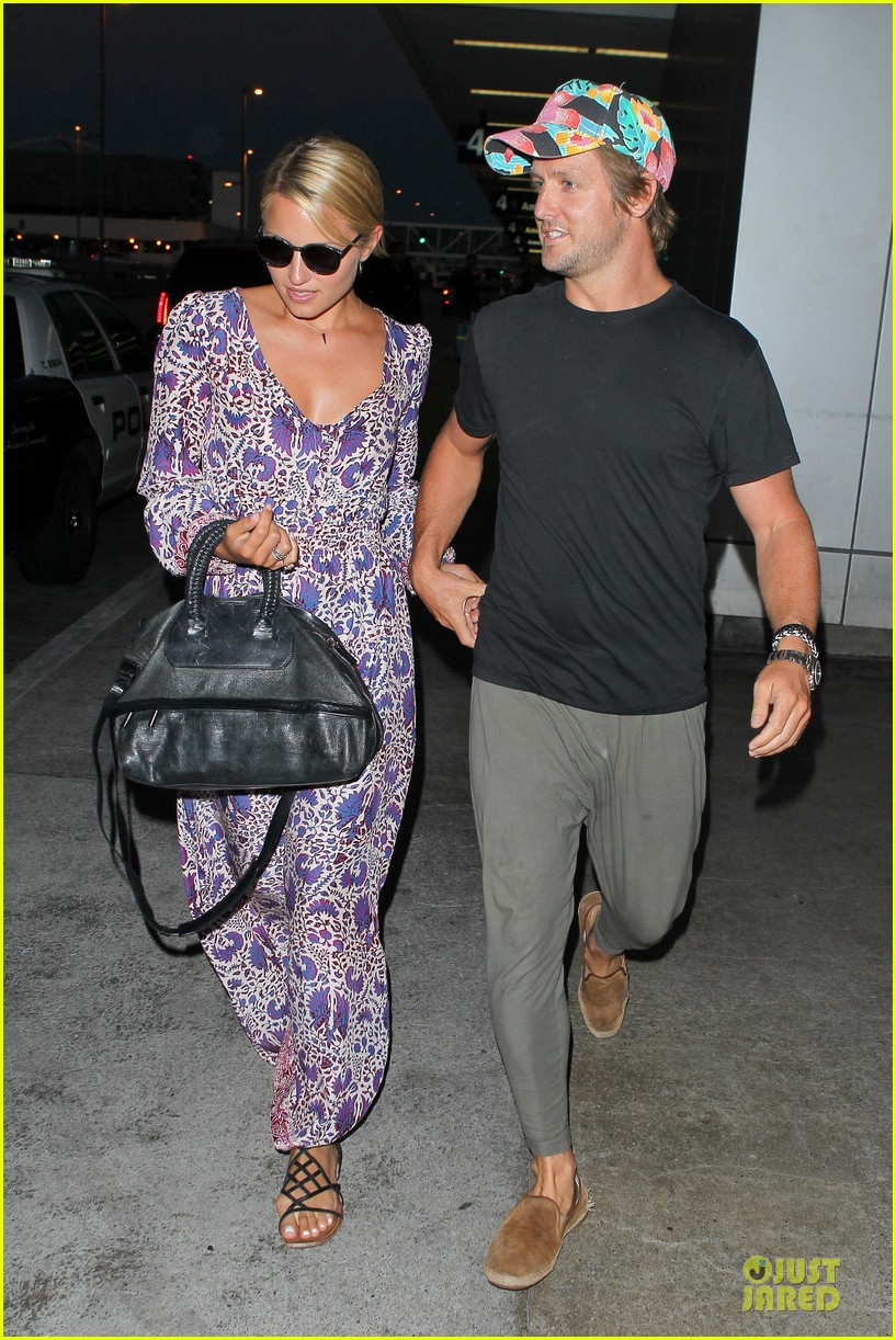 dianna agron nick mathers hold hands at lax airport 03