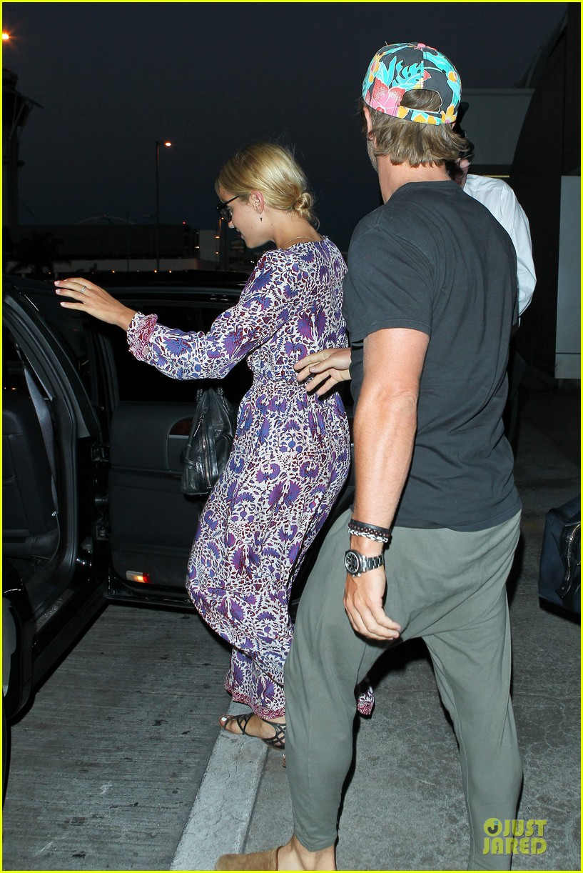 dianna agron nick mathers hold hands at lax airport 06
