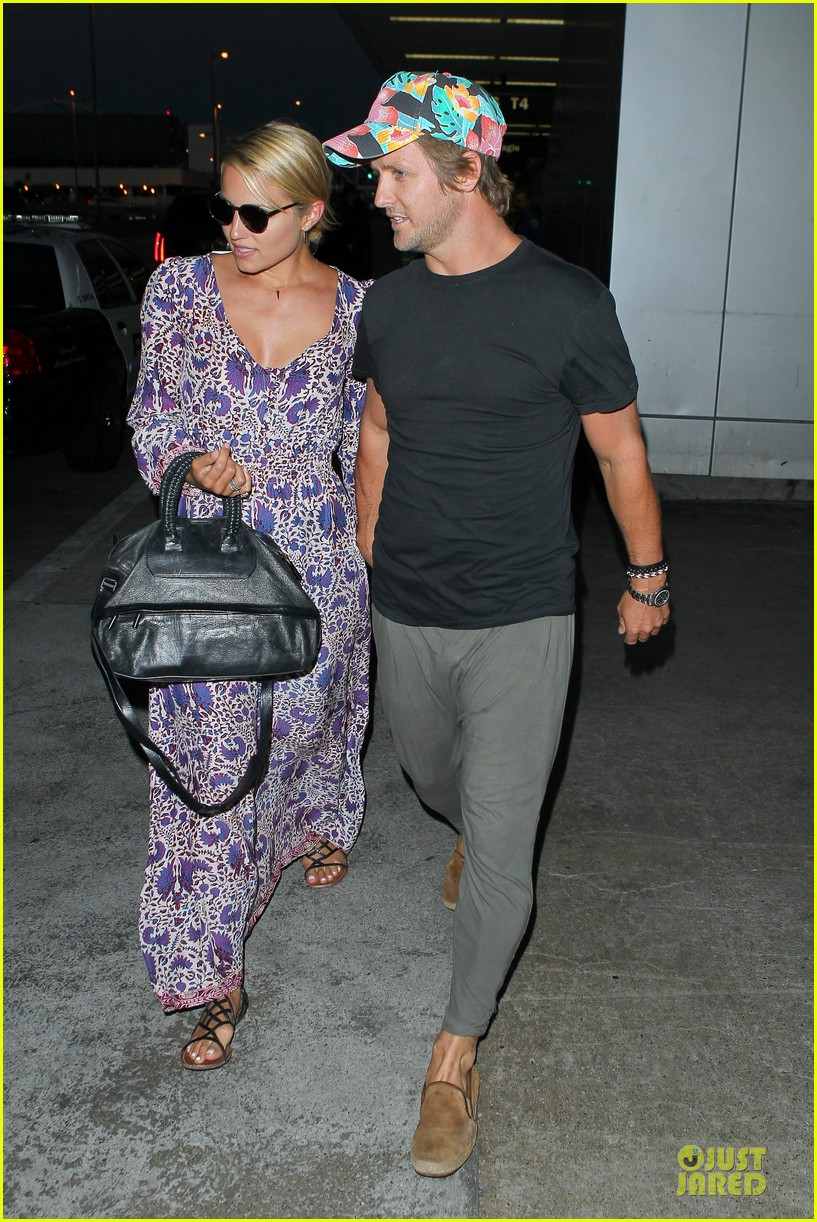 dianna agron nick mathers hold hands at lax airport 08
