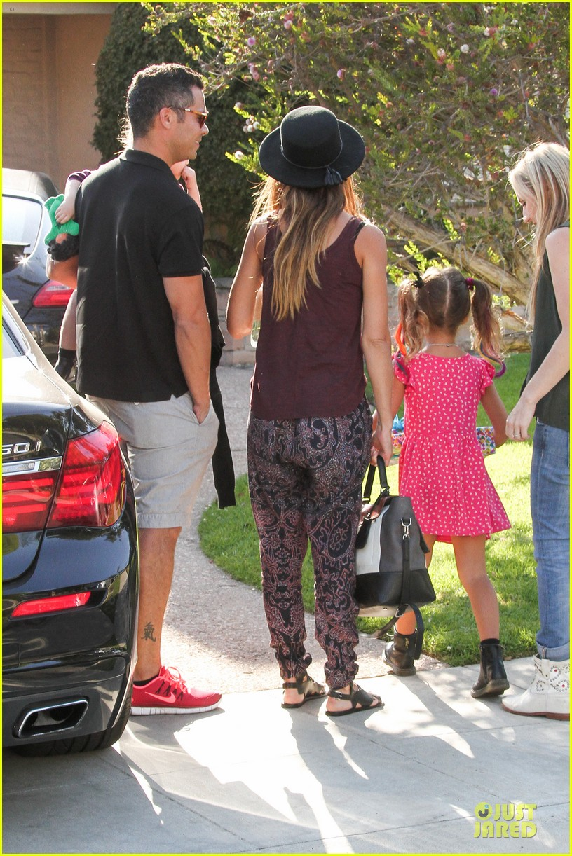 jessica alba farmers market fun with family after nyfw 18